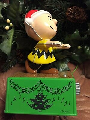 Hallmark 2017 Peanuts Charlie Brown Christmas Dance Party Figure Music & Motion