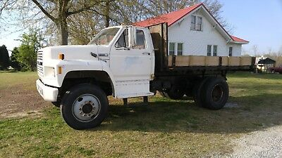 1985 Ford F800 Flat Bed Truck