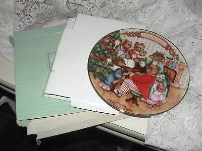 In Box 1989 Avon Porcelain Plate Musical Bears Together for Christmas w Hanger