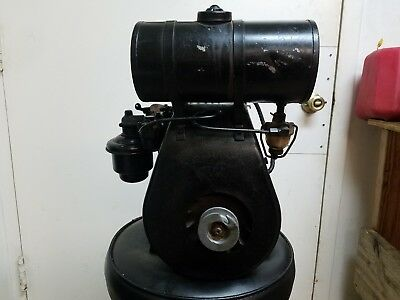 Antique Vintage Clinton 700A Gas Engine. Complete and Nice. The Clinton.