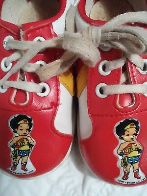 Vintage 1978 Wonder Woman children's tennis shoes size 4 Awesome ! Free shipping