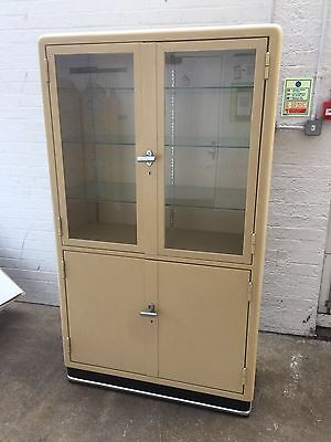 1950s MEDICINE CABINET   MID CENTURY MODERN IN MINT CONDITION