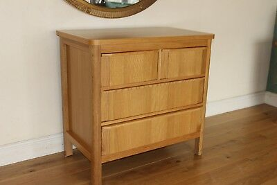 Lovely Oak 4 Drawer Chloe Chest of Drawers/Changing Unit.