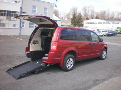 2008 Chrysler Town & Country  2008 TOWN & COUNTRY AMT 99W WHEELCHAIR VAN HOLDS TWO WHEELCHAIRS OR 1 STRETCHER