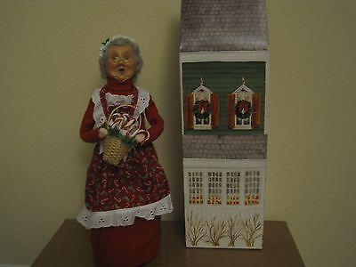 Byers' Choice 2009 Older Woman in Red w/ Candy Cane Basket Mint Signed by Joyce