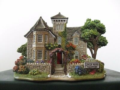 """Lilliput Lane L2175 """"LOCH NESS LODGE"""" New, in excellent condition with deed"""