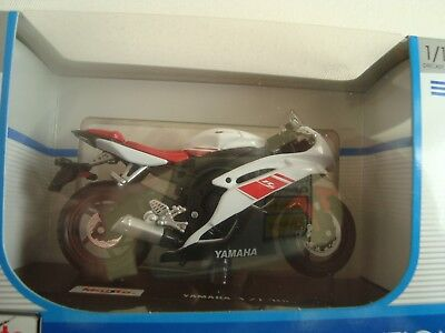 1 18 maisto yamaha yzf r6 motorcycle motocross bike model new in box white picclick. Black Bedroom Furniture Sets. Home Design Ideas