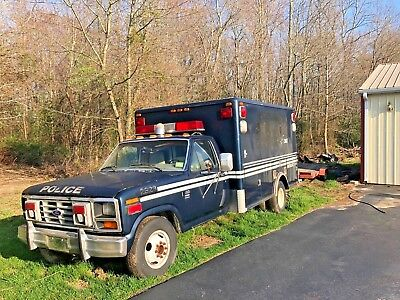 1986 Ford F-350  1986 Ford F-350 diesel 6.9 33,000 mile truck project barn find camper conversion