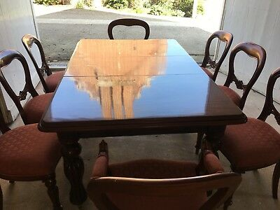 Quality reproduction Victorian Extending dining table, 6 chairs and two carvers