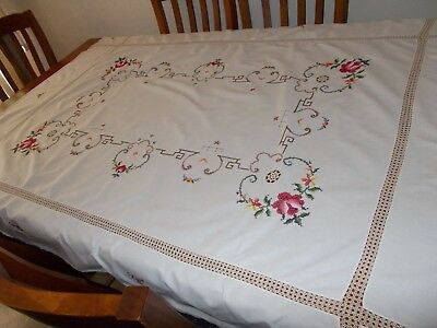 VINTAGE~EMBROIDERED TABLECLOTH~OBLONG~FLORAL~ROSES~170 x 130 cm~CROCHET INSERTS