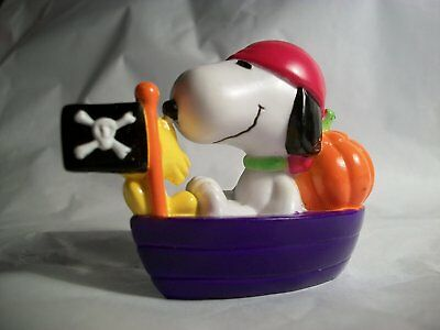 RARE!  MINT Peanuts Halloween SNOOPY as PIRATE in BOAT pvc Figure
