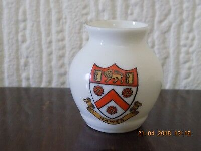 """WH GOSS CRESTED CHINA """"SAXON URN"""" CREST OF HAWES c1890"""
