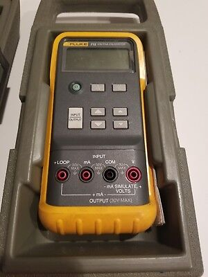 Lightly Used Fluke 715 Volt/ ma Calibrator W/Hard Case and leeds