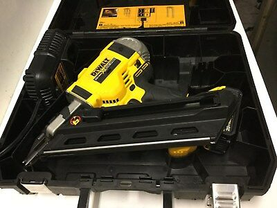 DeWALT DCN692M1 20-Volt MAX XR Brushless 2-Speed 33 Degree Framing Nailer