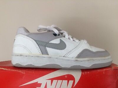 watch b3d83 684c1 Vintage 1990s Nike Driving Force WhiteGrey Low Size 3 OG Basketball