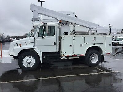 2002 FL 70 Freight Liner Hydraulic Bucket truck W/TL 41 ft boom and 400 lb winch