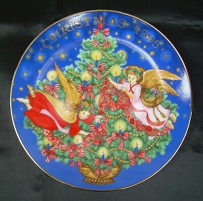 Avon Trimming the Tree by Peggy Toole Christmas 1995 Plate New In Box