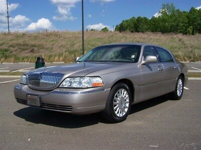 Lincoln Town Car PREMIUM EXECUTIVE PERSONAL NEAT FAMILY LIMOUSINE SUPER NICE
