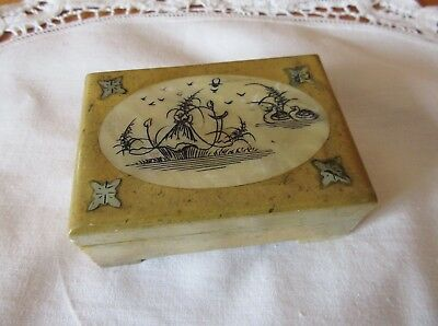 VINTAGE MARBLE SOAPSTONE TRINKET JEWELLERY BOX with ETCHED SHELL INLAY – HINGED