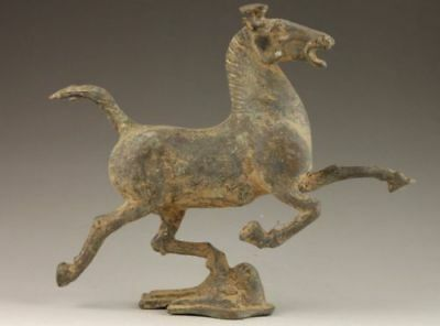 Collectible Decorated Old Bronze Vivid Horse Stepped Swallow Statue