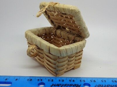 1:12 Scale  Picnic Basket Dolls House Accessory Opening Lid
