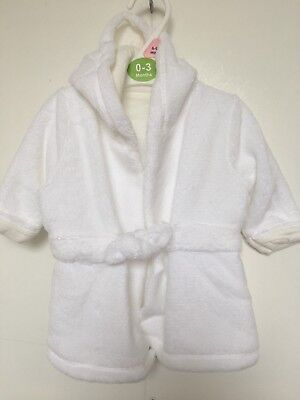 BNWOT Coo Chi Coo Fleece Dressing Gown. Unisex. White. Age 0 - 24 Months