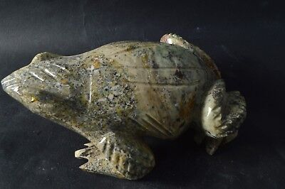 Grenouille en Serpentine sculpture en pierre 140x85mm