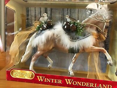 Breyer Winter Wonderland 2017 Holiday Horse Model #700120 NIB