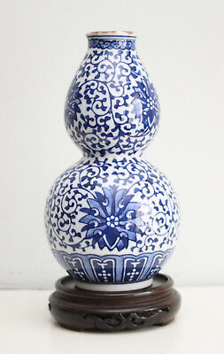 A Fine Antique c19th Chinese Blue and White Double Gourd Vase