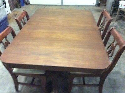 Duncan Phyfe dinning room table 4 chairs, mahogany wood