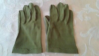 Vintage Ladies Avocado Green Short Gloves Pre-Owned 60s