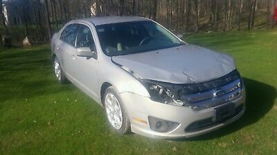 2010 Ford Fusion Se 2010 Ford Fusion se wrecked/rebuildable salvage NO RESERVE