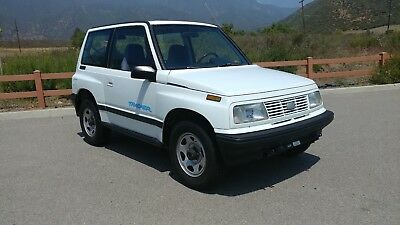 1995 Geo Tracker 4x4  LOW MILEAGE RUSTFREE 4WD FLAT TOWABLE SUV! LIKE SUZUKI VITARA SAMURAI