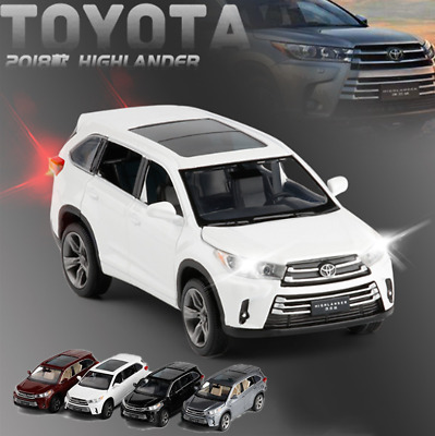 1:32 Licensed Toyota Kluger Model Diecast Vehicle SUV Car Decor Kids Playset Toy