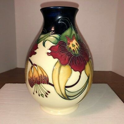 Moorcroft, Incredible looking Anna Lilly Pattern Vase, Made in England
