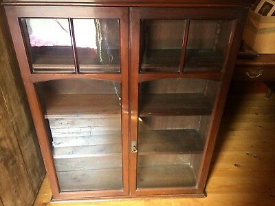 Antique Victorian glass fronted display/specimen/curio cabinet - 127cm tall (12)