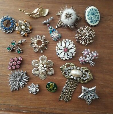 Vintage Jewellery Job Lot Collection of Brooches Broaches Scarf clips