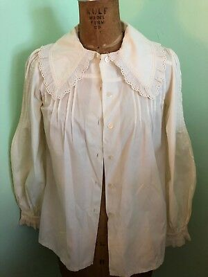 Antique lady's blouse made in France white cotton and lace