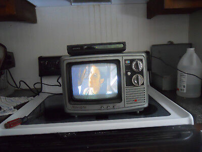 Vintage, Retro sharp kmc-970 color tv works 1978