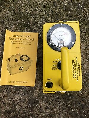 CLEAN YELLOW GEIGER COUNTER - OCD CDV-715 Model 1a, VICTOREEN INSTRUMENT CO.