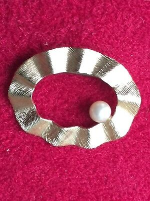 Gorgeous Oval Textured 14K Gold Brooch Pin With Pearl