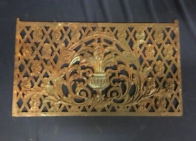 Unique Antique Cast Iron Grate With Urn Design. M3