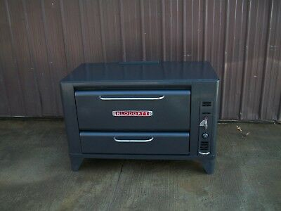 Blodgett 901 Natural Deck Gas Single Pizza Oven With  New Stone 6In Or 26In Legs