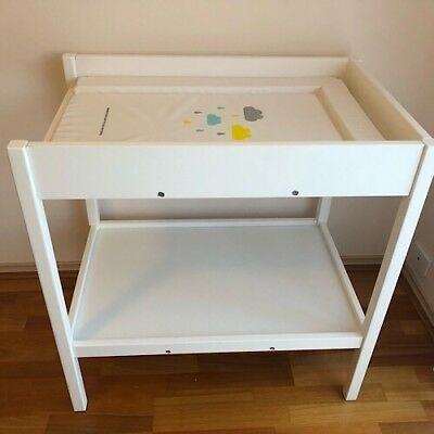 Change Table wooden white with shelf and change mat
