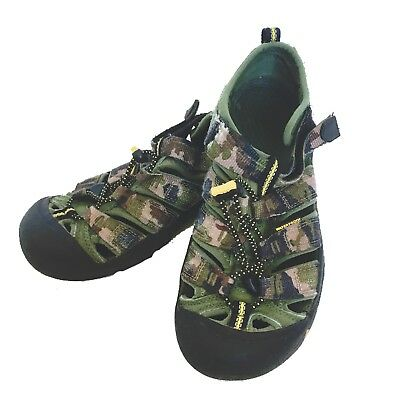 6f0c6ad1d2243 KEEN Waterproof Shoes Outdoor Sandals Hiking Green Camo Sz 4 Youth Kids Boys