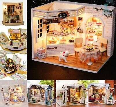 Easy Assembly Wooden Dolls House Plus Family Miniature Dolls Sets For Children