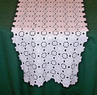 VINTAGE BRODERIE ANGLAISE EMBROIDERED LACE RUNNER, WINTER WHITE, c1940