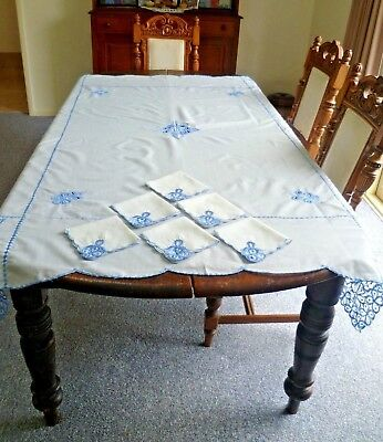 VINTAGE  WHITE  & BLUE EMBROIDERED TABLECLOTH 175 cms x 143 cms + 6 x SERVIETTES