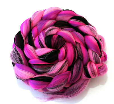 Merino Wool Roving Combed Top pink and black 100g Dangerous Diva Pink and Black