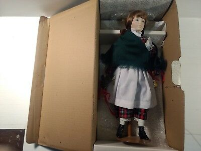 Franklin Mint Heirloom Dolls The Holly & Mistletoe Girl Bisque Porcelain ds1323